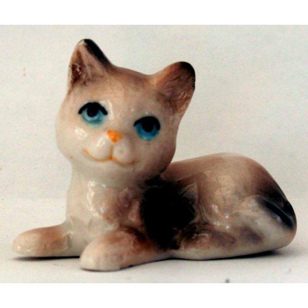 Pinea -<br>Lille beigefarvet kat